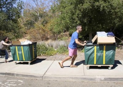 Freshmen move into housing at Cal Poly on sweltering day